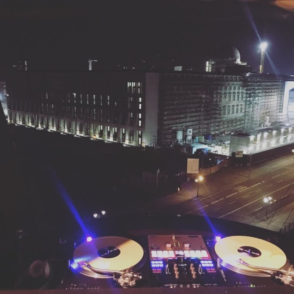 DJ Turntables & Mixer in Berlin City